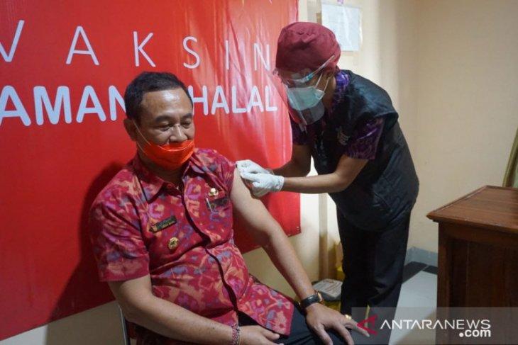 Bupati-Wabup Karangasem laksanakan vaksinasi COVID-19 di Puskesmas