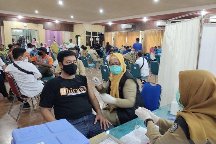 Puluhan wartawan di Situbondo jalani vaksinasi COVID-19 pertama