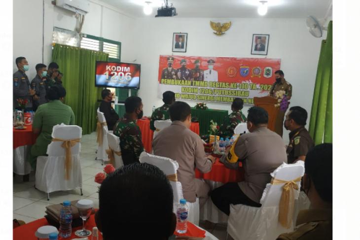 TMMD ke-110 di Kapuas Hulu resmi dibuka TNI bangun jalan di Pengkadan