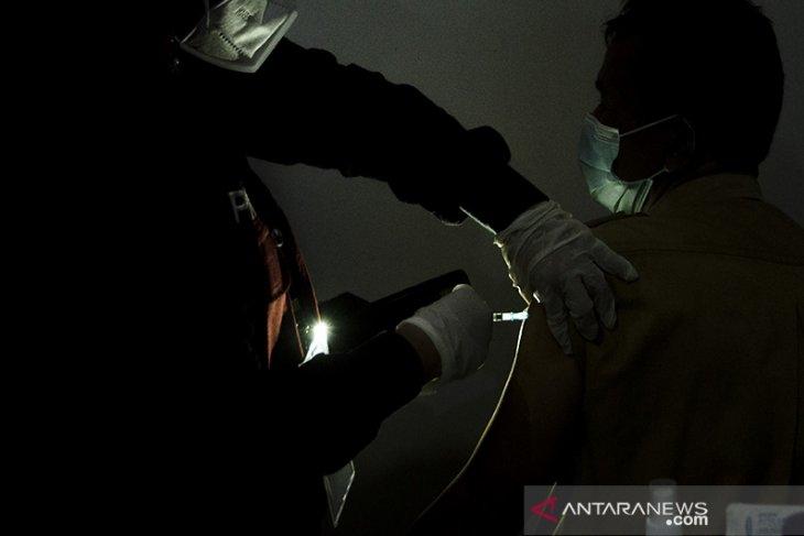 Vaksinasi COVID-19 bagi petugas publik di Bandung