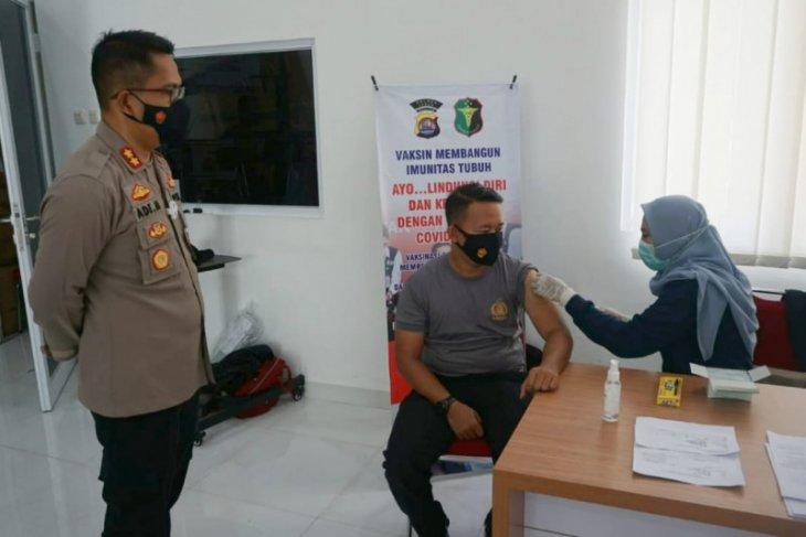 1.292 petugas kepolisian dan TNI  jalani vaksinasi COVID-19 di Lebak