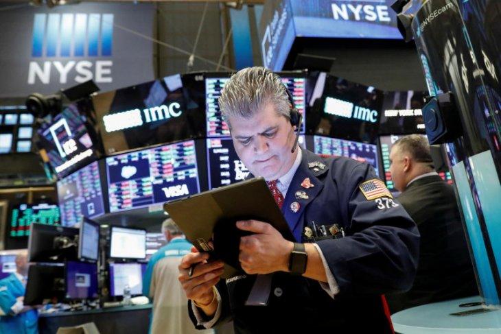 Wall Street berakhir jatuh terseret Apple dan Tesla, Nasdaq anjlok 1,69 persen