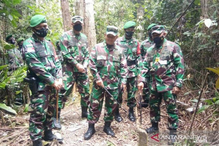 Pangdam VI/Mlw sisir dan sapa prajurit  di Pos Perbatasan Indonesia-Malaysia