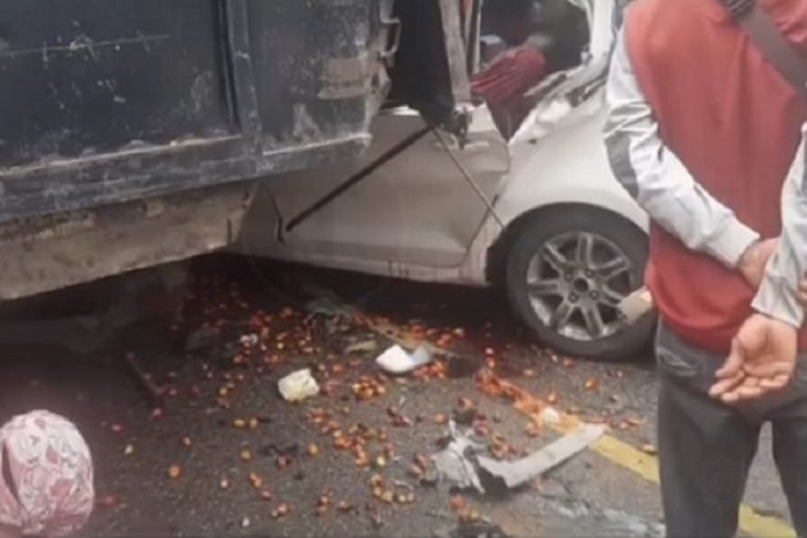 Dua orang meninggal akibat Wulling tabrak ekor truk sawit mogok