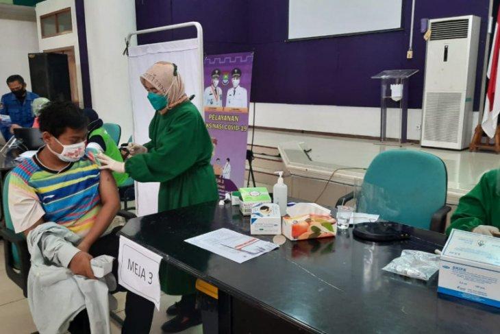 1.050 petugas pelayanan publik di Tangerang sudah divaksin COVID-19