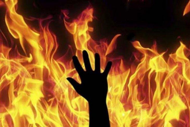 Satu korban tewas akibat dua rumah terbakar