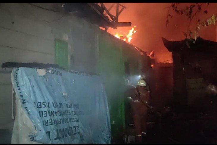 Kebakaran  di Cakung Jakarta Timur hanguskan 15 rumah