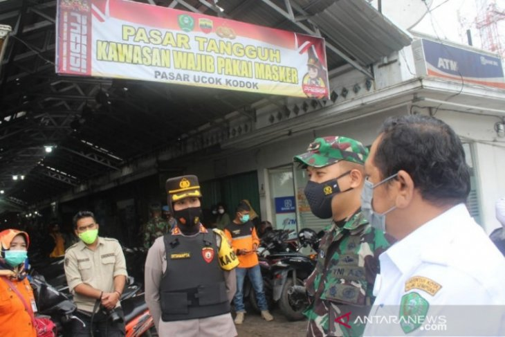 Wali Kota Padangsidimpuan bersama TNI-Polri tinjau pasar tangguh