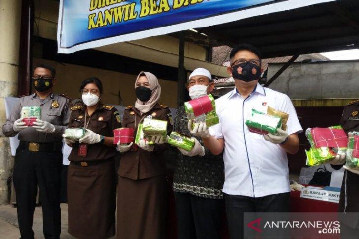 West Kalimantan police destroy 20 kg of seized drugs