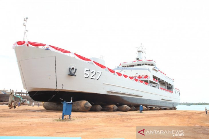 Kasal luncurkan KRI angkut tank untuk penuhi MEF III