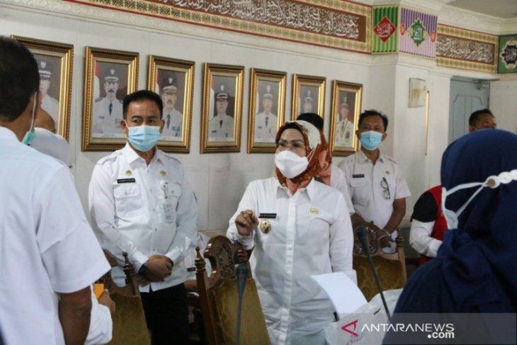 Puluhan pejabat Pemkab Serang laksanakan vaksinasi