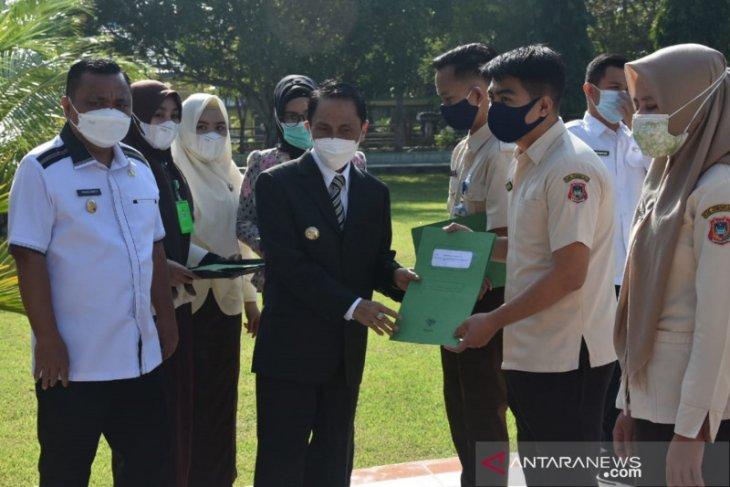Bupati Gorontalo serahkan 2.527 surat perjanjian kerja tenaga kontrak