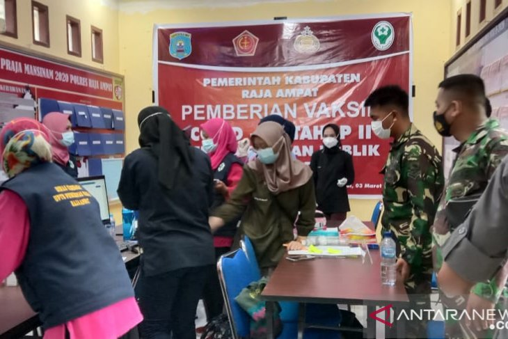 Raja Ampat: 50 police officers receive second vaccine dose