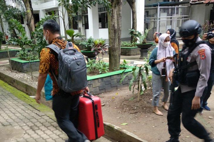 KPK bawa tiga koper dari Kantor Gubernur Sulsel Nurdin Abdullah