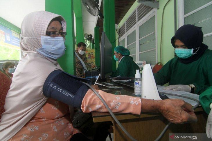 Dinkes Kalbar dorong pemda percepat capaian vaksinasi bagi lansia