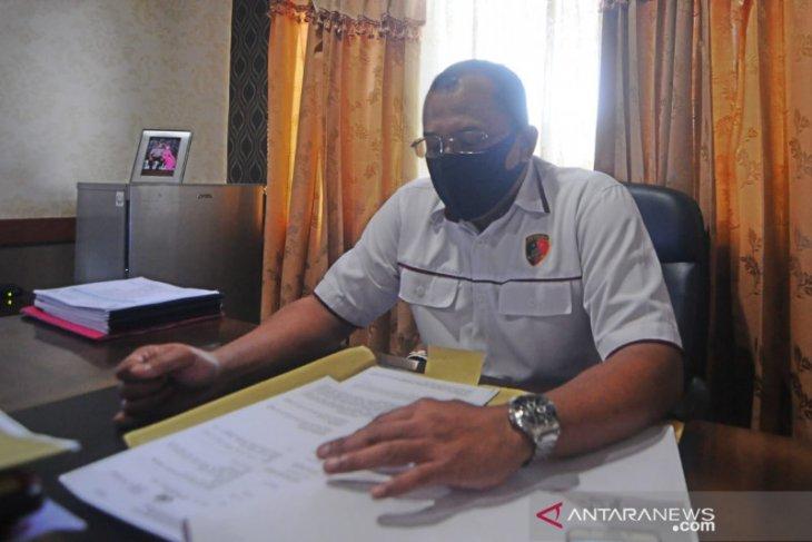Komisioner KPU Banjar melaporkan dugaan pemalsuan dokumen Pilgub Kalsel