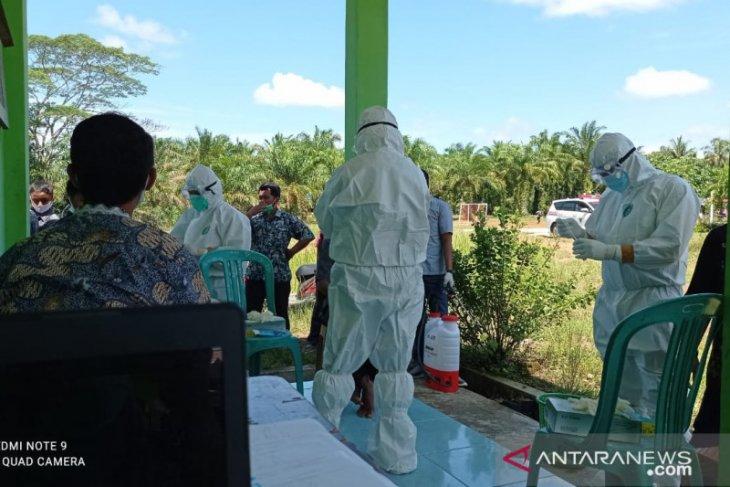 Ada santri positif, 68 warga pesantren di Mukomuko dites usap COVID-19
