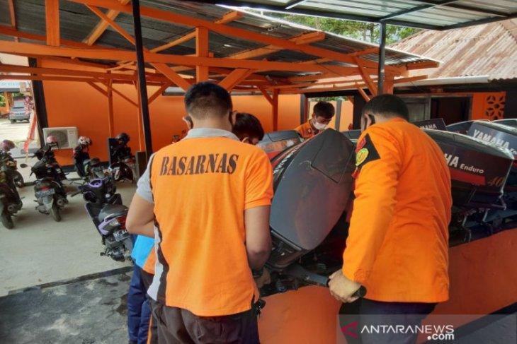 Tim SAR mencari nelayan hilang di perairan Muna Barat