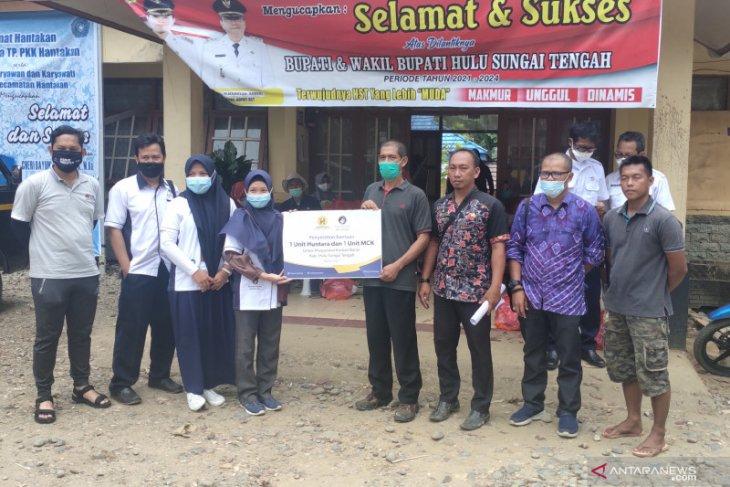 Hasnur Group bantu pembangunan Huntara dan MCK untuk warga HST