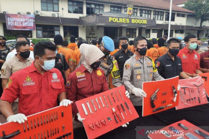 Polisi tembak kedua kaki residivis spesialis curanmor di Bogor