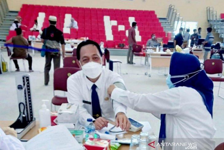 Rektor Untirta dan ratusan dosen jalani vaksinasi