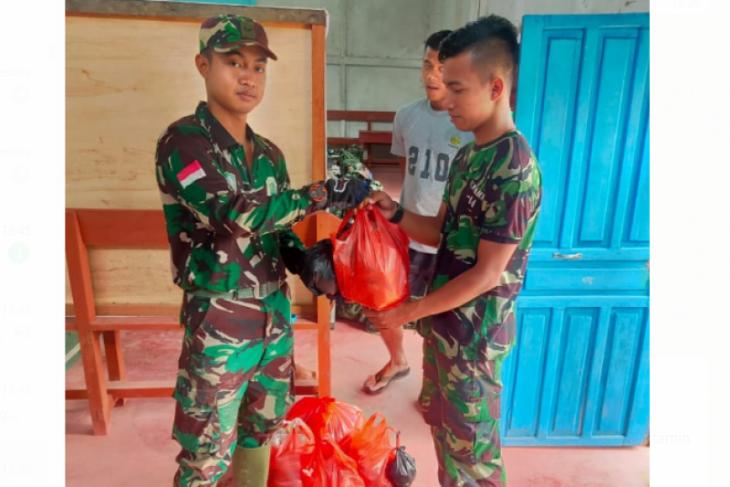 Personel Satgas TMMD Kodim 1206/Putussibau mendapat dukungan vitamin
