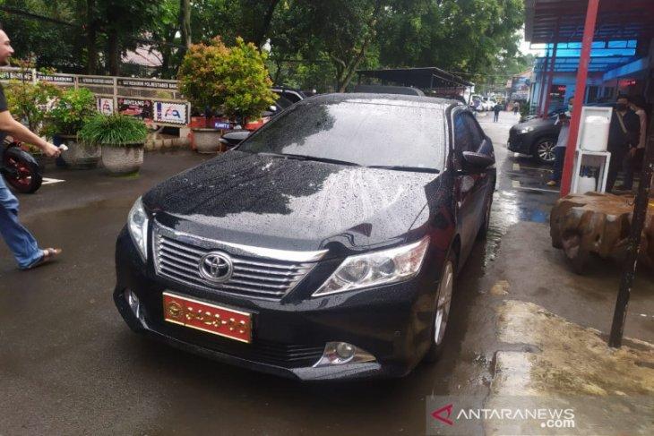 Polisi dalami kasus perempuan pamer mobil berplat dinas TNI palsu