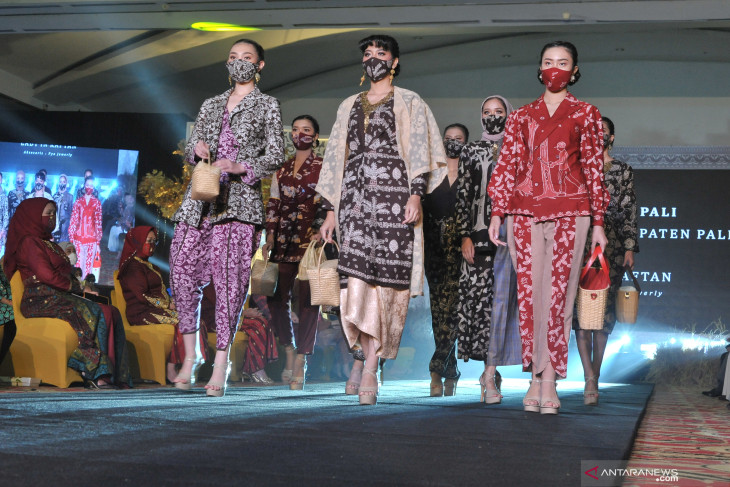 Traditional fabric can help economy weave success