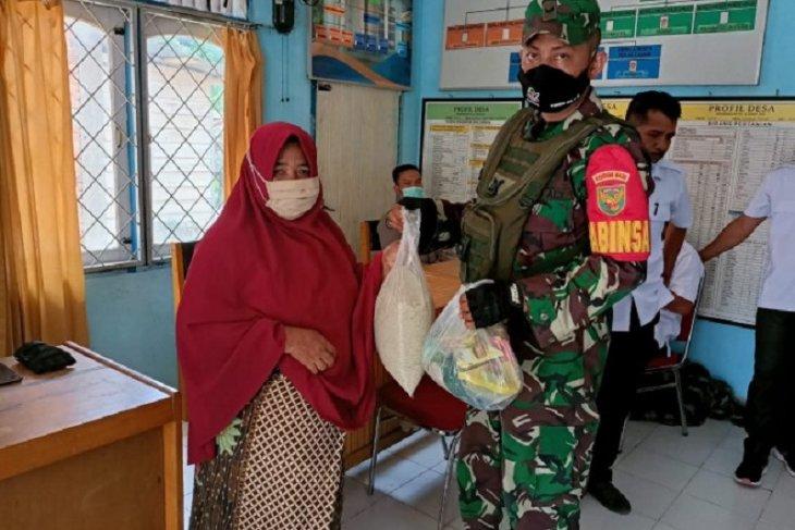 Satgas TMMD salurkan bantuan sembako kepada warga Desa Sungaiterap