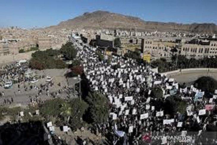 Penduduk sebut koalisi yang dipimpin Saudi serang lokasi militer Houthi Yaman di Sanaa
