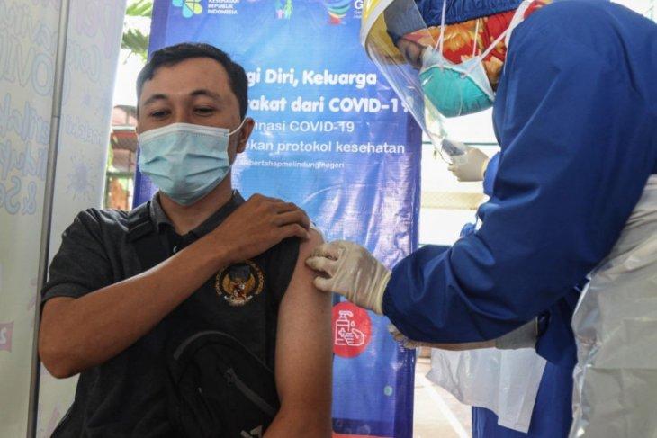 Giliran guru dan tenaga pendidik di Kota Kediri disuntik vaksin