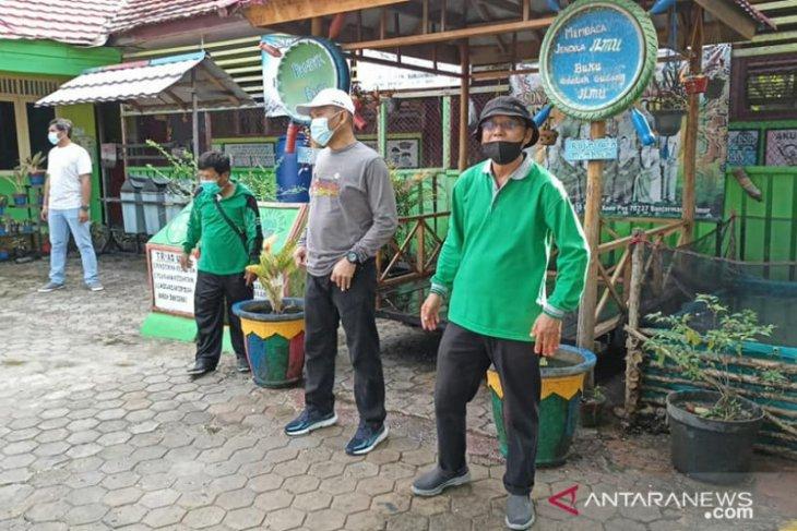 Hijau Daun greens and cleans schools after flood