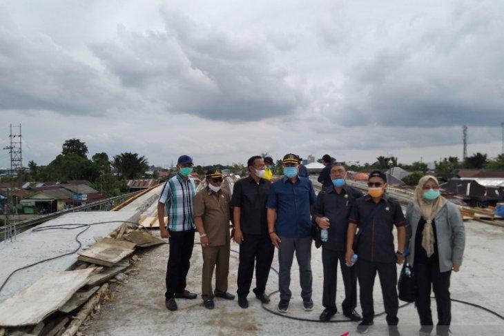DPRD Banjarmasin kunjungi pembangunan jembatan HKSN yang molor