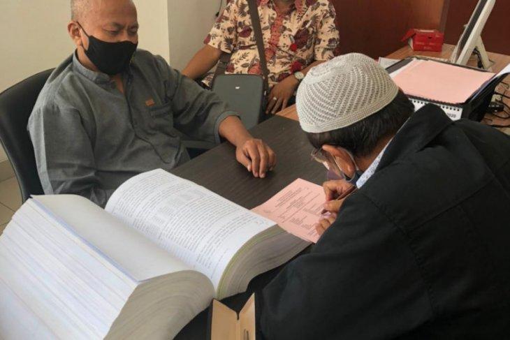 Penyidik Kanwil DJP Banten serahkan tersangka  korupsi ke Kejari Tangsel