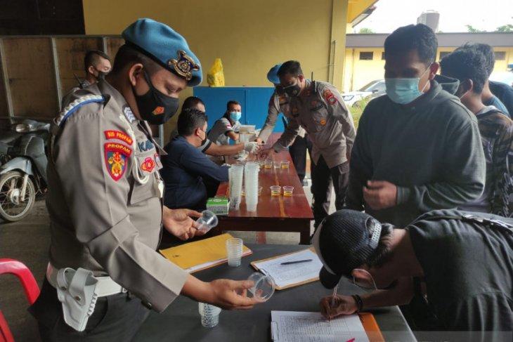 233 personel Polres Bangka Tengah lakukan tes urine