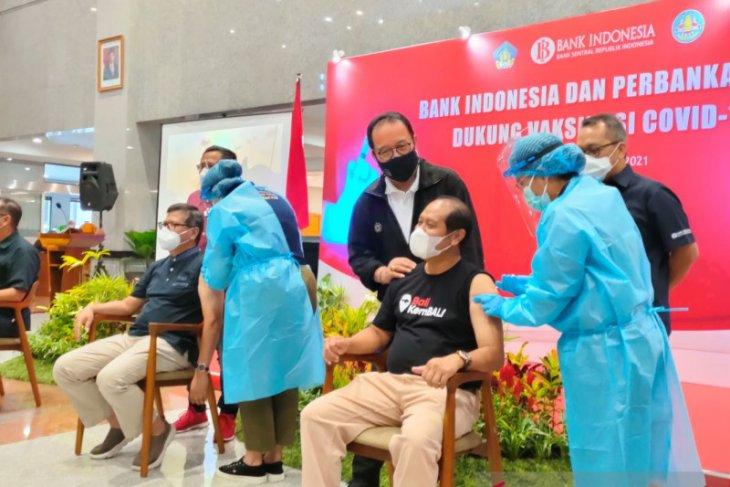 Ratusan pelaku industri keuangan di Bali  divaksinasi COVID-19