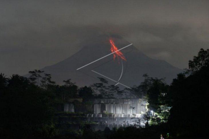 Gunung Merapi 13 kali  meluncurkan guguran lava pijar