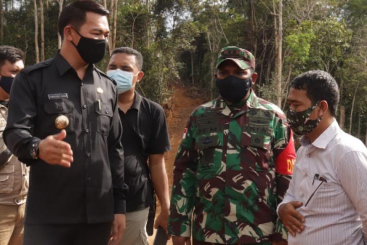 Rombongan Bupati Kapuas Hulu tinjau lokasi pelaksanaan TMMD  Pengkadan