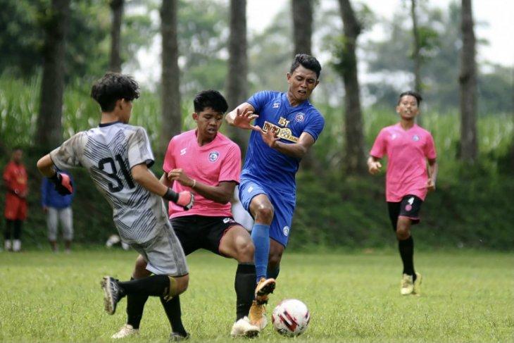 Pelatih Arema FC evaluasi hasil uji coba dengan tim junior