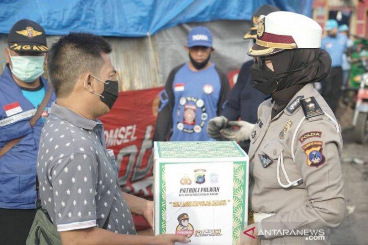 Patroli Polwan Presisi sambangi korban kebakaran di Banjarmasin