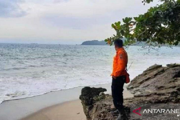 Dua bocah hilang tenggelam di Pantai Palabuhanratu masih dalam pencarian