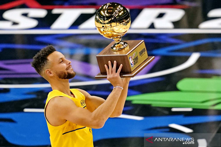 Stephen Curry juara kontes tiga poin NBA All-Star