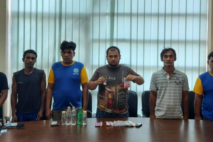 BNN Langkat tangkap enam tersangka pemilik sabu dan pil ekstasi dari lokasi pemandian di Salapian