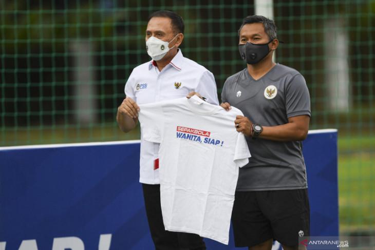 Ketum PSSI minta klub untuk terus mengingatkan  suporternya agar tidak datang ke stadion