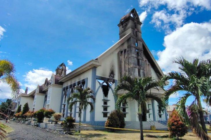 PT NHM Malut salurkan bantuan Rp10 miliar untuk bangun gereja di Halut terbakar