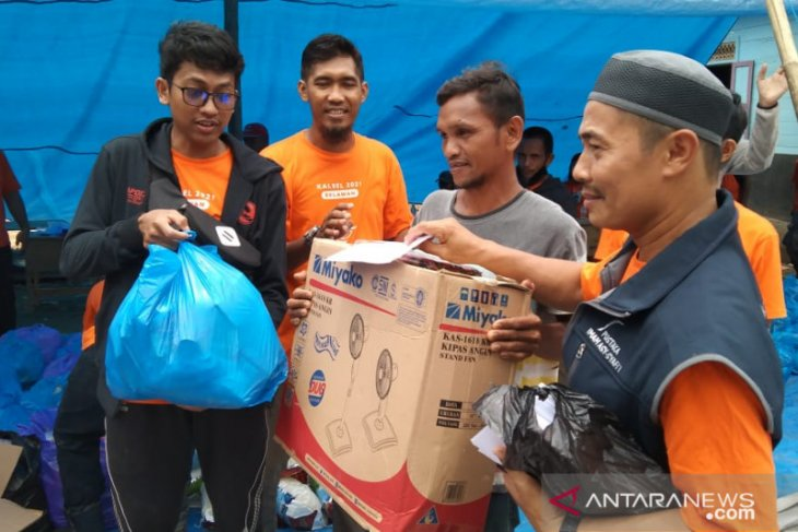 GPS Al-Umm redistributes aid for flood victims