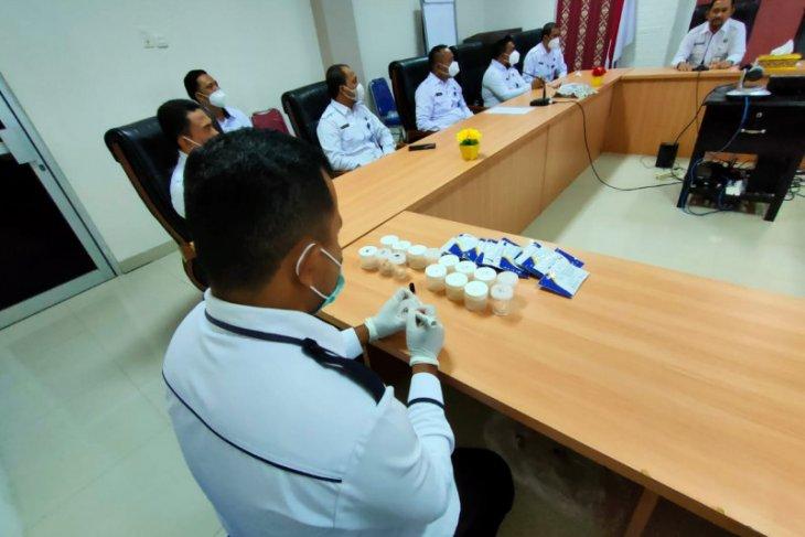 Personel BNNP Malut jalani tes urine secara mendadak