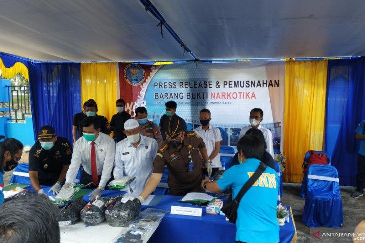 BNN Kalbar ungkap pengiriman 11 kilogram ganja dari Medan