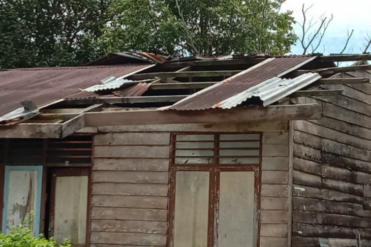 21 rumah di dua desa wilayah Simalungun diterjang puting beliung