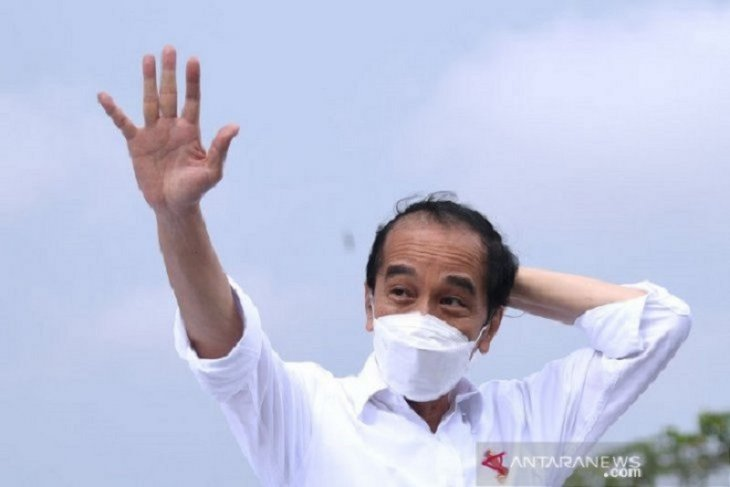 Presiden Joko Widodo meninjau vaksinasi massal di Gianyar dan Denpasar